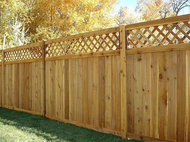 Деревянный забор в Мозыре