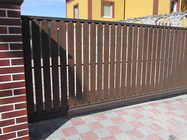 Откатные деревянные ворота в Мозыре
